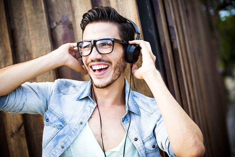 Tiquicia-Hit-Radio-guy-with-headphones.jpg